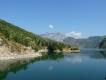 Albánsko, jazero Komani a okolie